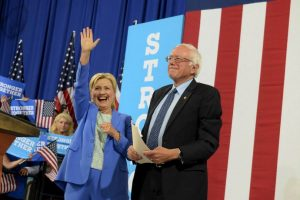 Hillary Clinton y Bernie Sanders, los precandidatos presidenciales del Partido Demócrata Foto:Getty Images. Imagen Por: