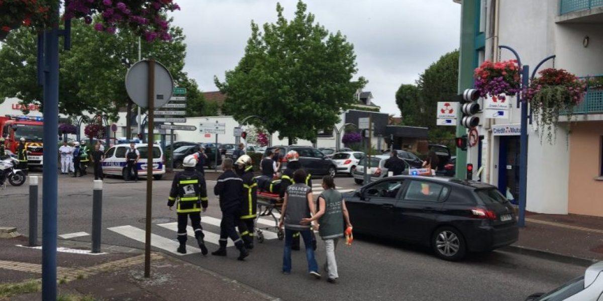 Francia: sacerdote es degollado tras toma de rehenes en una iglesia