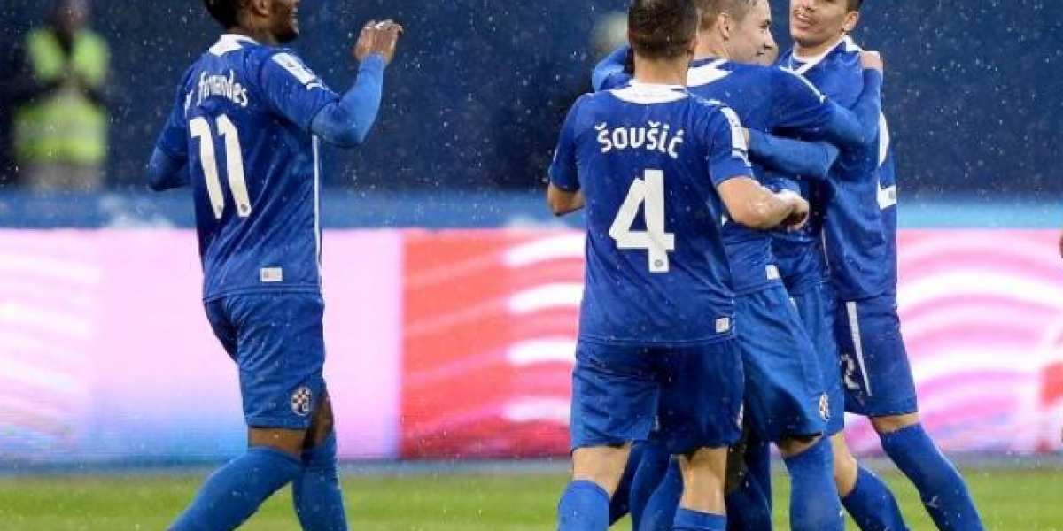 Junior y Ángelo Henríquez ponen al Dínamo de Zagreb a un paso de la Champions League