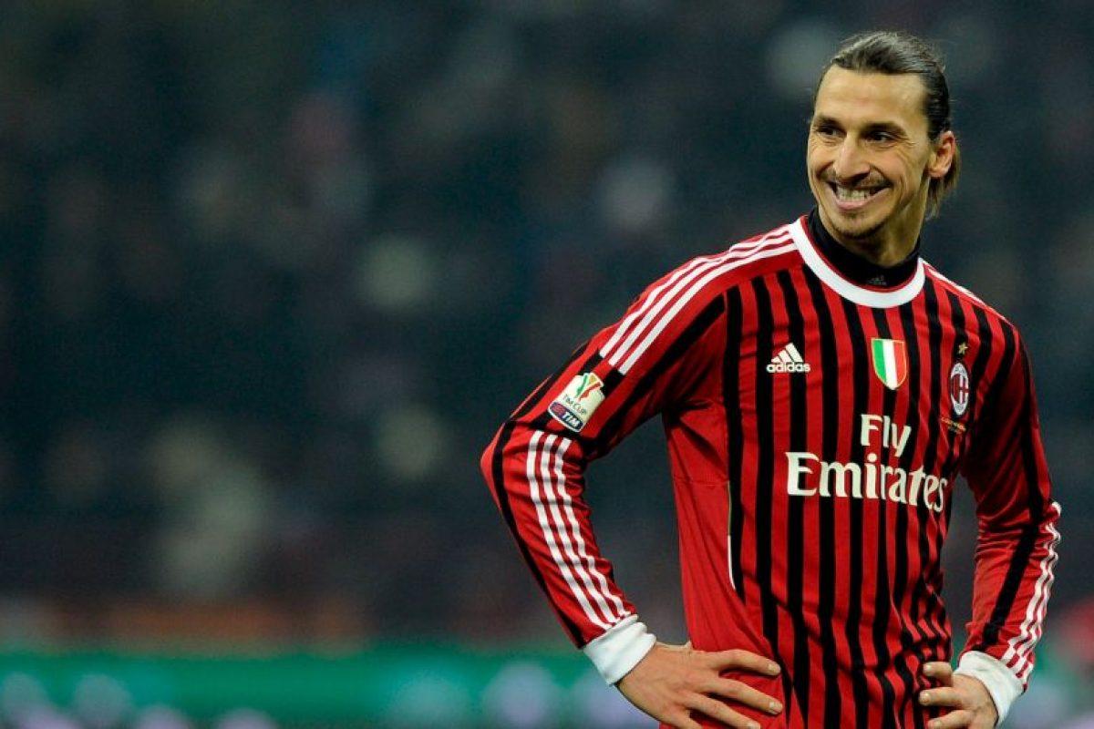 Sin el rendimiento esperado en los culé, partió a préstamo a AC Milán en 2010 y los rossonero pagaron 6 millones de euros por su carta. Luego, en 2011, se hicieron con su carta por 24 millones. Foto:Getty Images. Imagen Por: