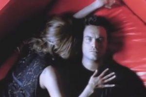"""Así lucía Nek en el video de """"Laura no está"""". Foto:Vía Vevo. Imagen Por:"""