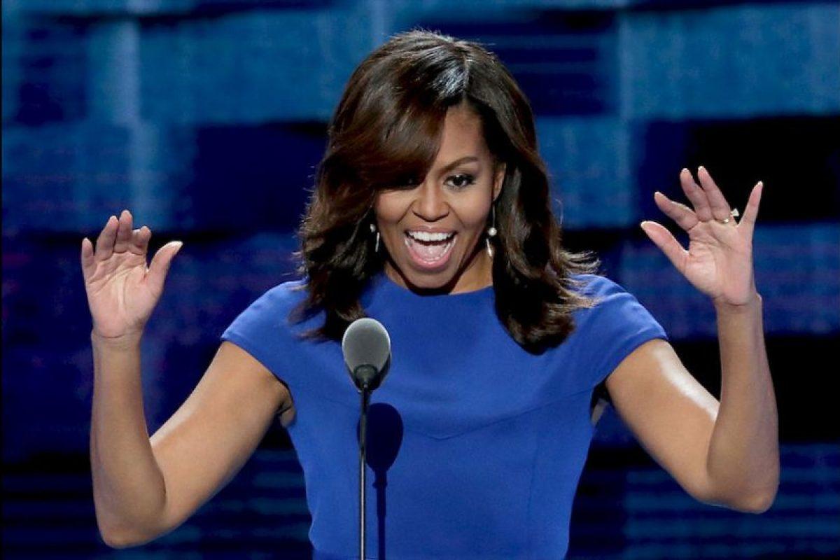 """También lanzó un par de dardos al candidato oficial republicano Donald Trump: """"No dejes que nadie te diga que este país no es grandioso, que de alguna manera hay que volver a hacerlo grandioso. Porque este, ahora, es el país más grandioso del mundo"""". Foto:Getty Images. Imagen Por:"""