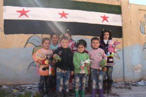 Para brindar alegría a los niños sirios Foto:Facebook.com/ssyrelief. Imagen Por: