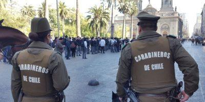 Incidentes en Plaza de Armas por protesta de estudiantes del Instituto Nacional contra alcaldesa Tohá