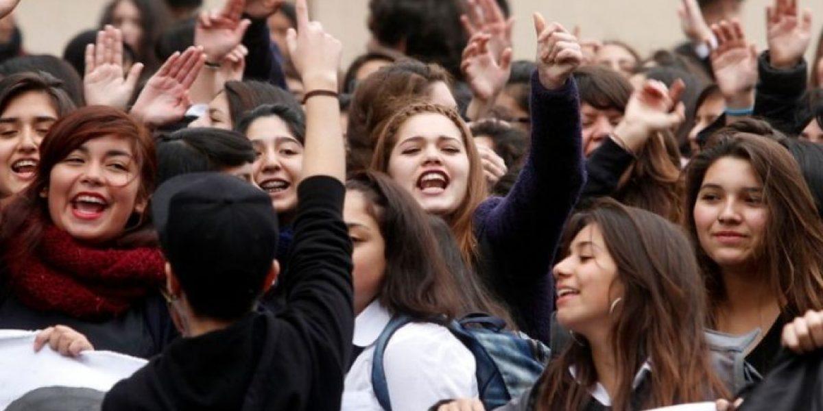 Encuesta ONU Mujeres-Adimark: 47% de las adolescentes chilenas dicen sentir presión por verse bonitas