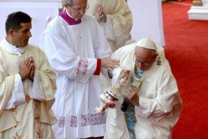 El Papa Francisco sufrió una caída en Polonia Foto:AFP. Imagen Por: