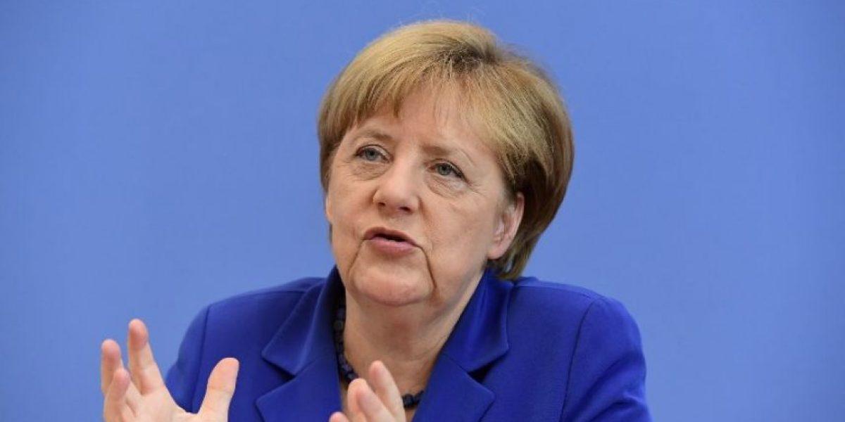 Merkel rechaza los llamamientos a cambiar su política de acogida de refugiados