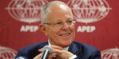Pedro Pablo Kuczynski asume como Presidente en Perú esperando estrechar lazos con Chile