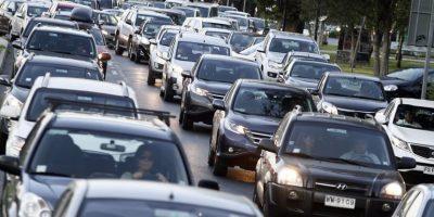 Transportes anuncia proyecto que disminuirá estacionamientos en superficie