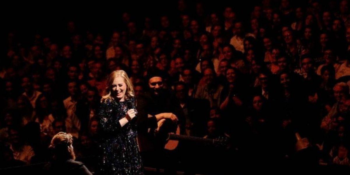 Adele invitó a imitadora al escenario que resultó ser hombre
