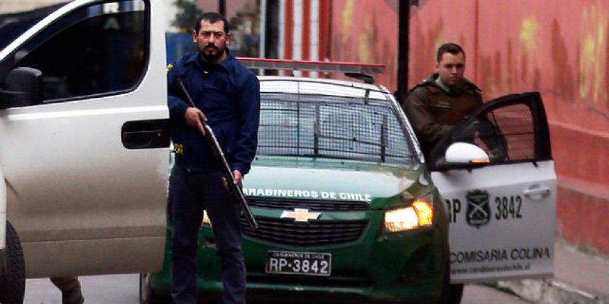 Fotografían a efectivo de la PDI disparando en marcha no autorizada