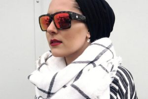 """La prenda es prohibida en escuelas de países laicos como Francia. Pero más allá de eso, la moda ha visto el potencial de un mercado creciente de lujo y alta gama. Blogueras inglesas como Dina Torkia hacen parte del movimiento """"Hijabism"""". Foto:DaysOfDoll. Imagen Por:"""