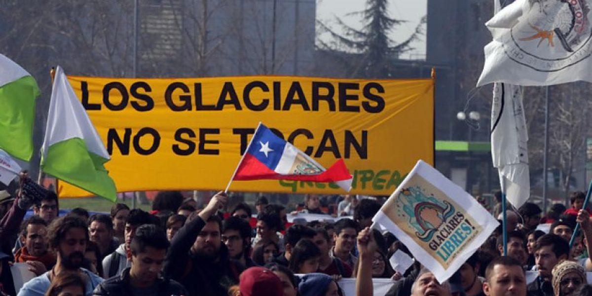 Ambientalistas marcharon por Santiago en defensa de los glaciares