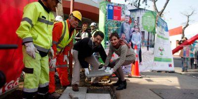 Tohá y Orrego dan inicio a obras de peatonización parcial de calle Santo Domingo