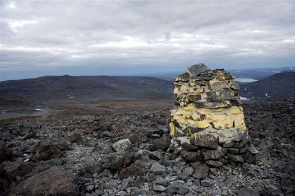 Este montículo marca la frontera entre Noruega y Finlandia Foto:AP. Imagen Por: