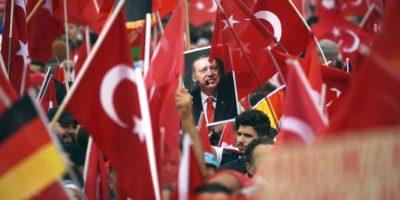 Erdogan muestra su fuerza con una multitudinaria concentración en Alemania