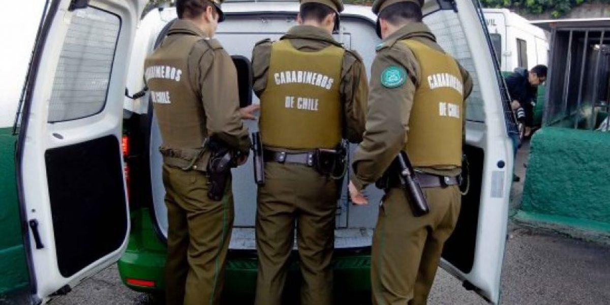 Las Condes: arrestan a dos menores de edad tras robar automóvil