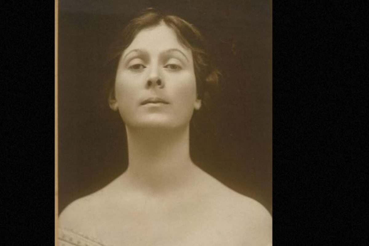 Isadora Duncan murió estrangulada por su propia bufanda, enredada en un auto en movimiento. Foto:Wikipedia. Imagen Por: