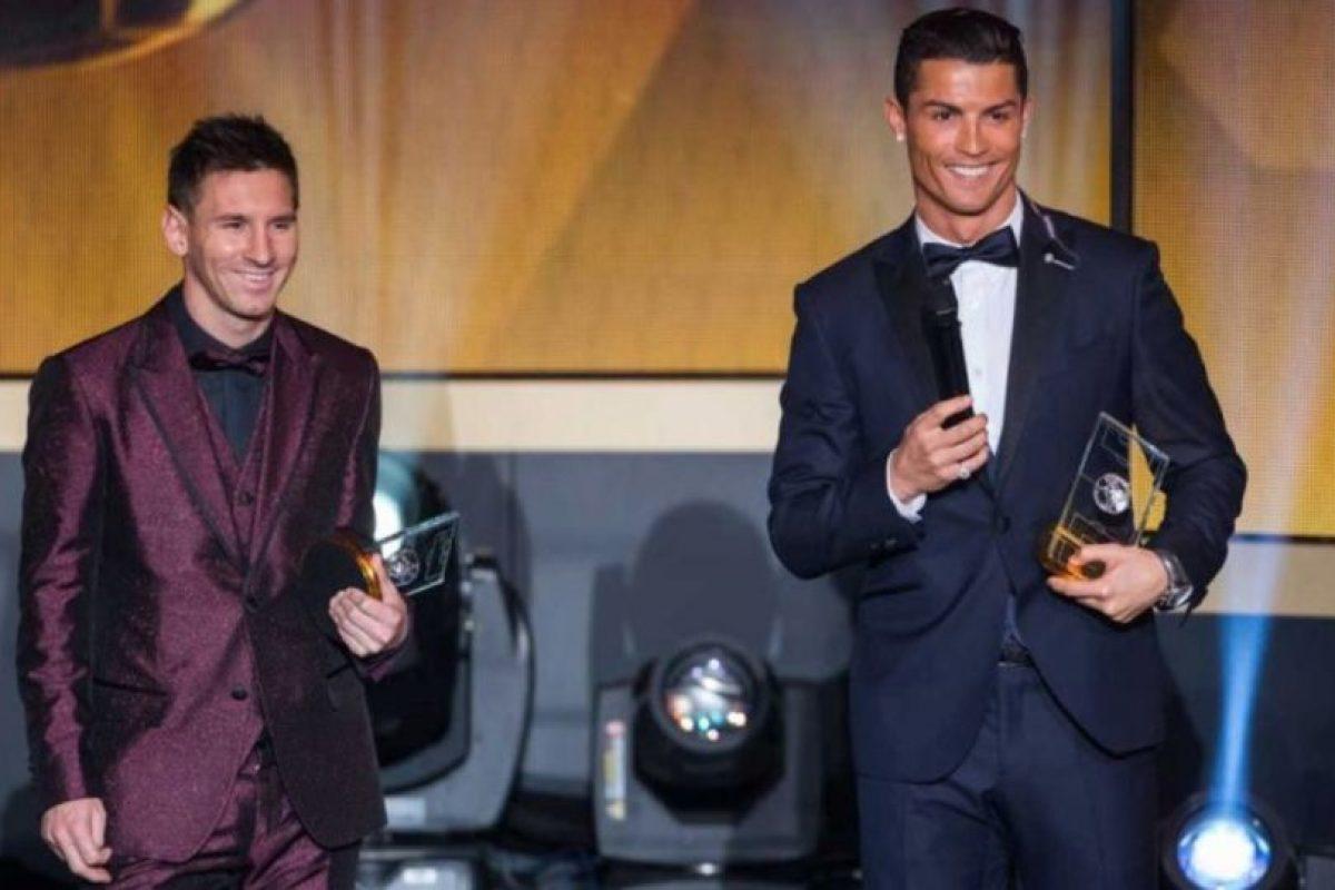 En la gala del Balón de Oro 2015 llamó la atención con este traje en color vino metálico. Foto:Getty Images. Imagen Por: