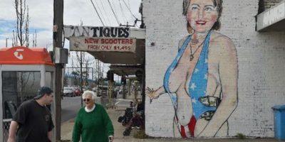 El inusual mural de Hillary Clinton que desató la polémica en Australia