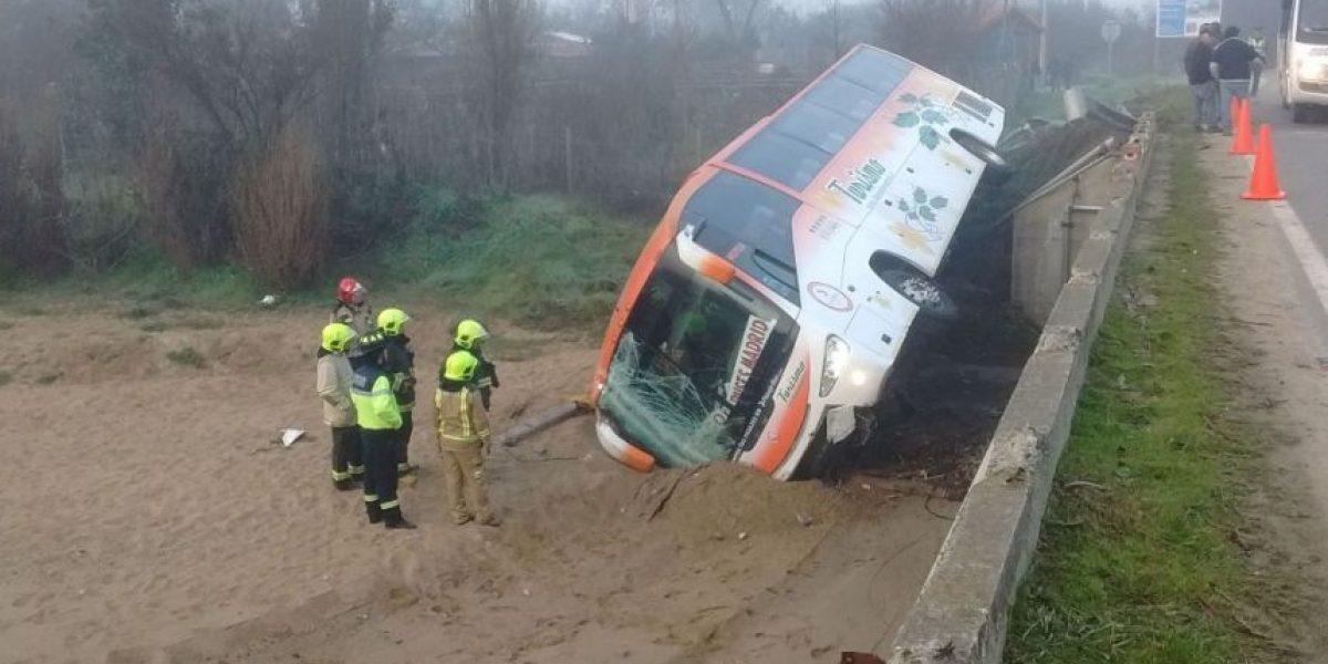 Venía desde Pichilemu: cinco lesionados dejó volcamiento de bus en Melipilla