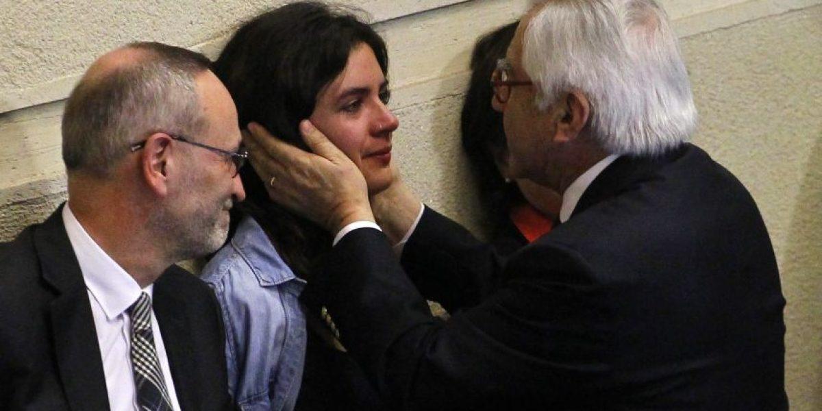Camila Vallejo se emociona hasta las lágrimas durante la interpelación contra Blanco