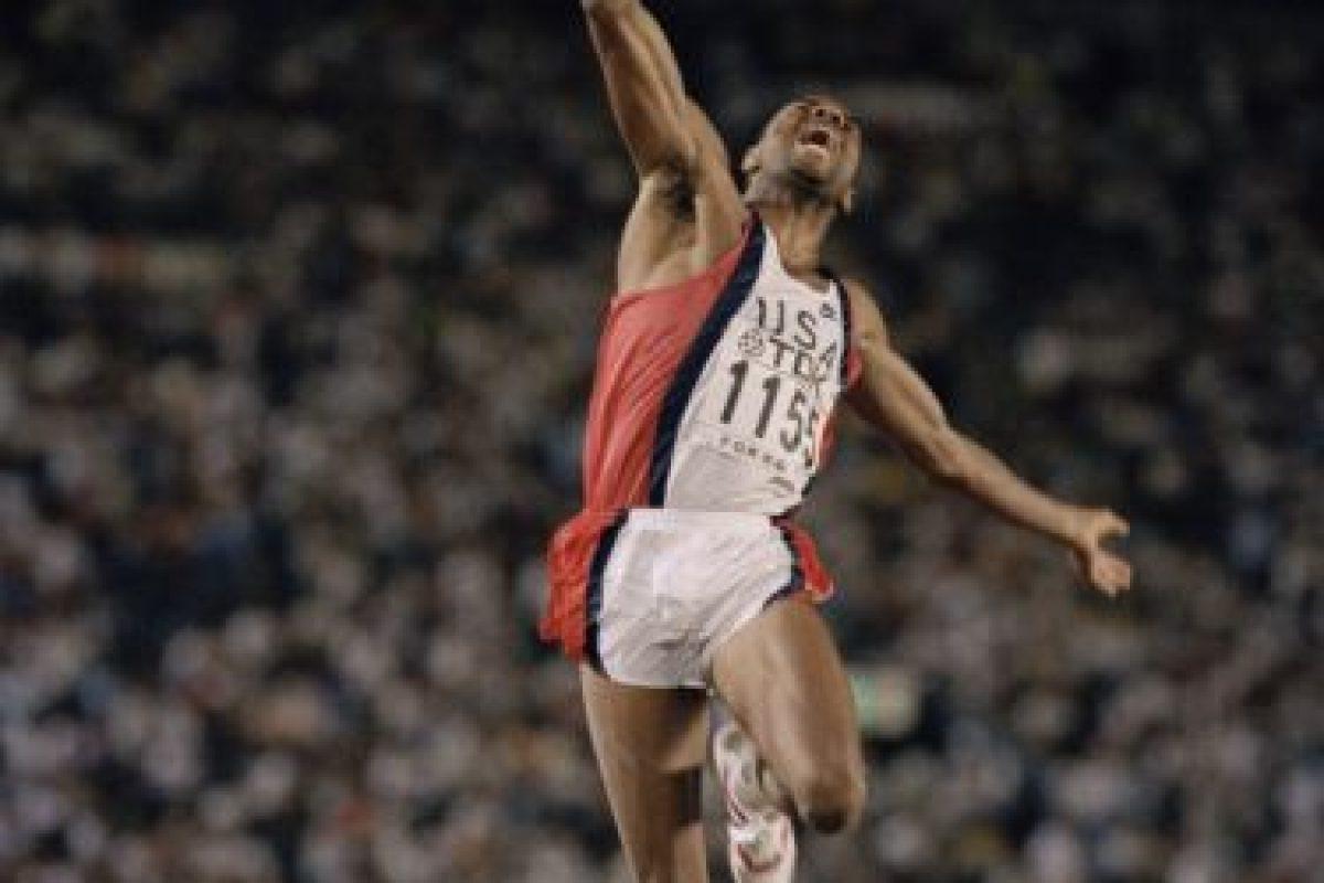 Salto de longitud – Bob Beamon (Estados Unidos). Distancia: 8.90 metros – México 1968 Foto:Getty Images. Imagen Por: