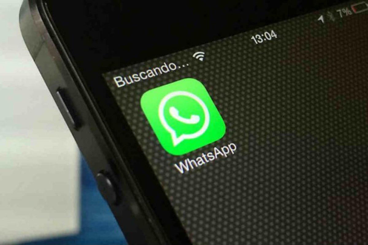 Esto no significa que los espíen, pues quedan únicamente almacenadas en su celular. Foto:Getty Images. Imagen Por: