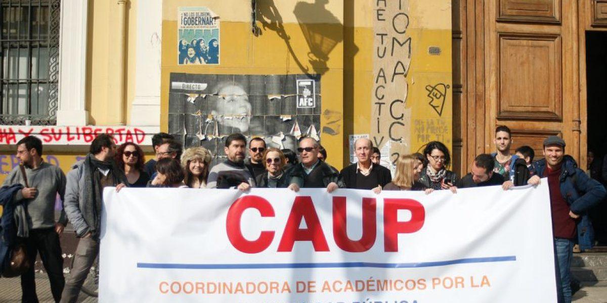 Académicos de Ues públicas entregan carta en La Moneda para apoyar a rectora Pey