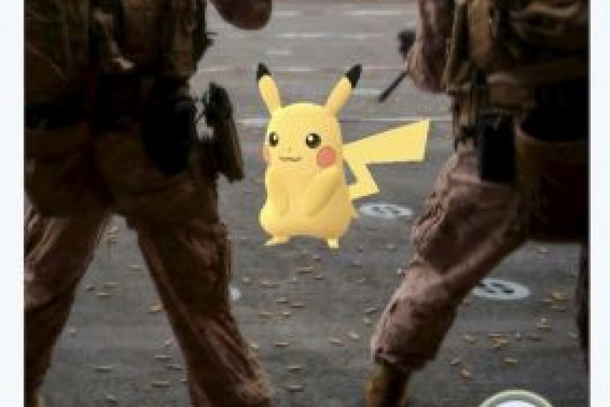 Por otro lado, los marinos estadounidenses le pidieron a Pikachu salir de la zona de tiro Foto:Twitter.com. Imagen Por:
