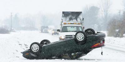 Presumía conducir sin manos a 170 km/h y terminó chocando