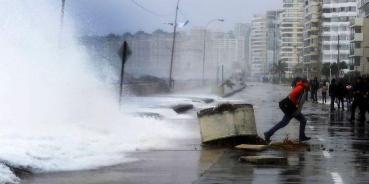 Armada alerta que olas de hasta 4 metros llegarán el sábado a las costas de Chile