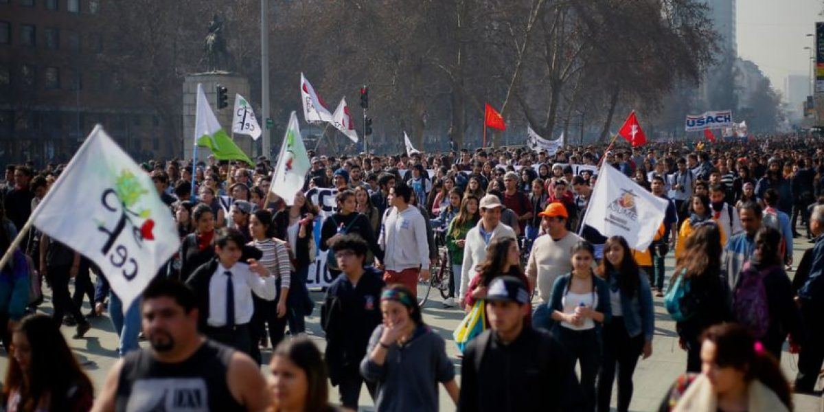 Intendencia evalúa no volver a permitir marchas estudiantiles por la Alameda en días de semana