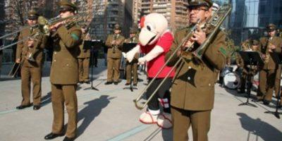 Con música y torta Carabineros celebró el cumpleaños 67 de Condorito