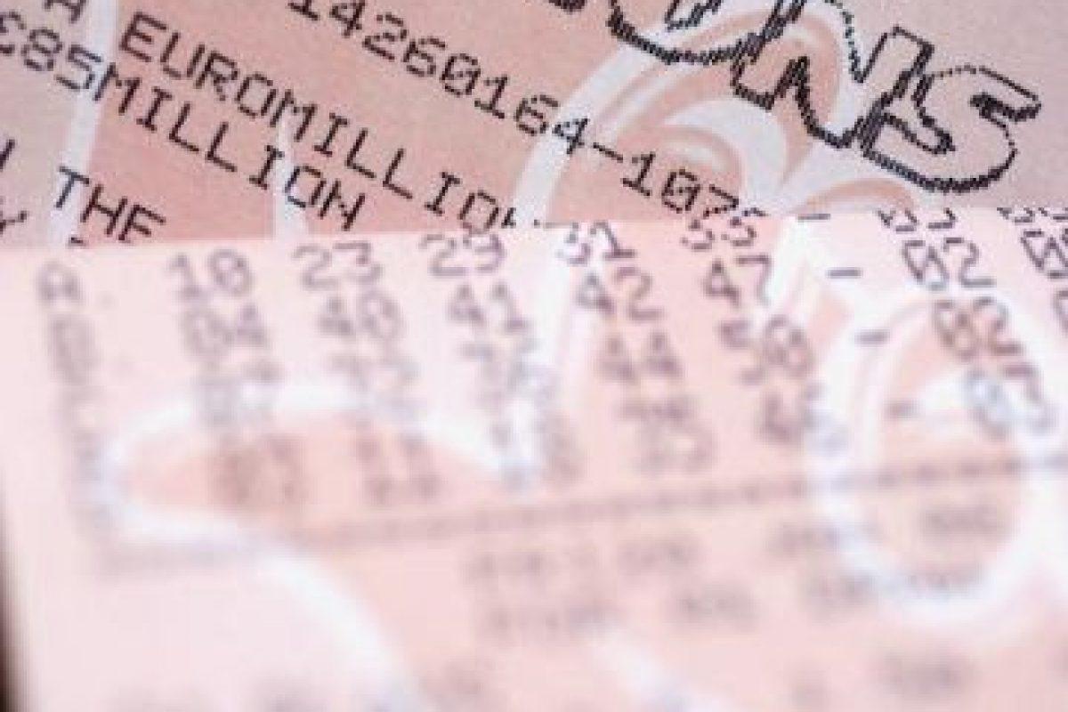 Consideren apostar en grupo, hay más posibilidades de ganar pues se compran más billetes. Foto:Getty Images. Imagen Por: