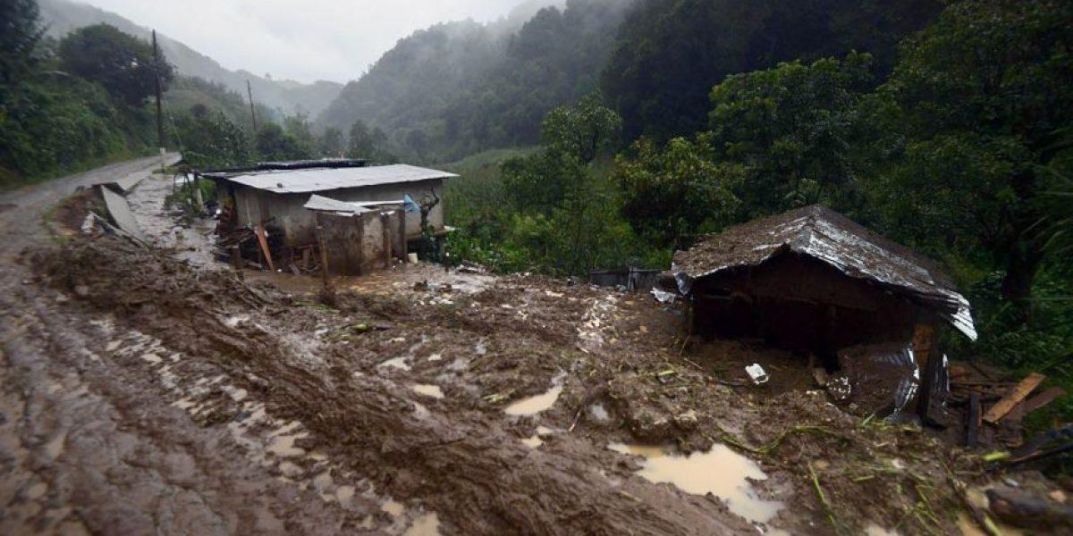 Derrumbre provocado por tormenta Earl deja un muerto y varios desaparecidos en México