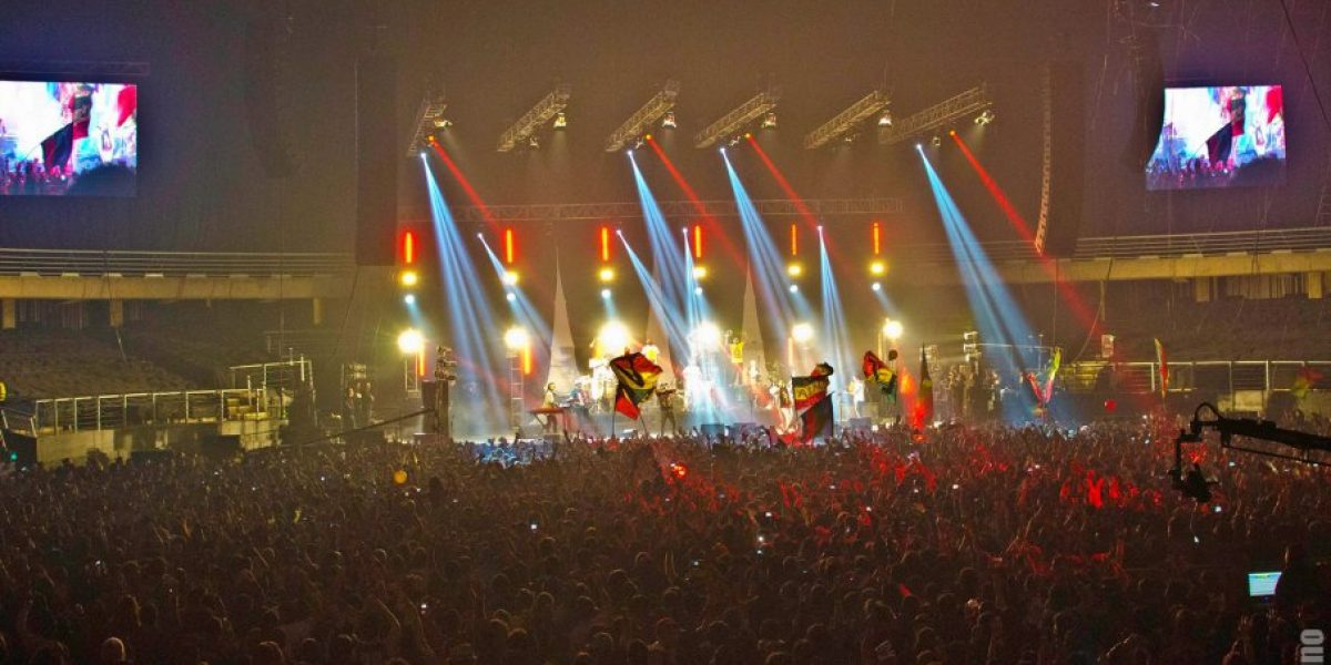 Santa Feria celebró una década de cumbia casera en el Movistar Arena