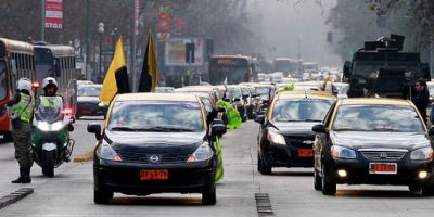 Taxistas preparan lanzamiento de aplicación propia para hacer frente a Uber