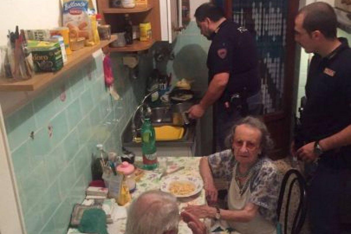 Las imágenes del momento, compartidas por la Policía de Roma Foto:facebook.com/questuradiroma. Imagen Por: