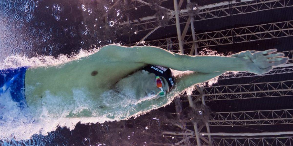 Michael Phelps no decepciona y avanza segundo en la semifinal de nado mariposa
