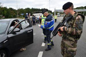 Restringir el movimiento de personas y medios de transporte Foto:AFP. Imagen Por: