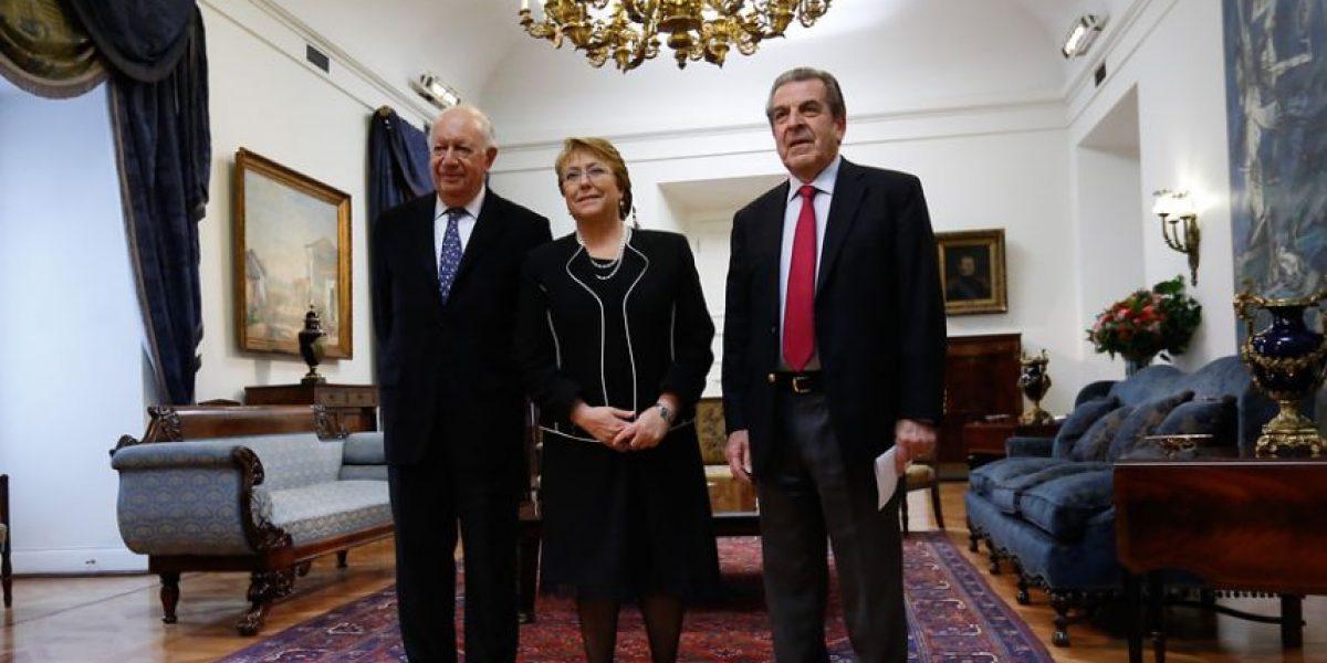 Ex presidentes Lagos y Frei respaldan a Bachelet tras propuestas por pensiones