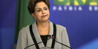 Senado brasileño decide someter a Rousseff a juicio de destitución y su mandato pende de un hilo