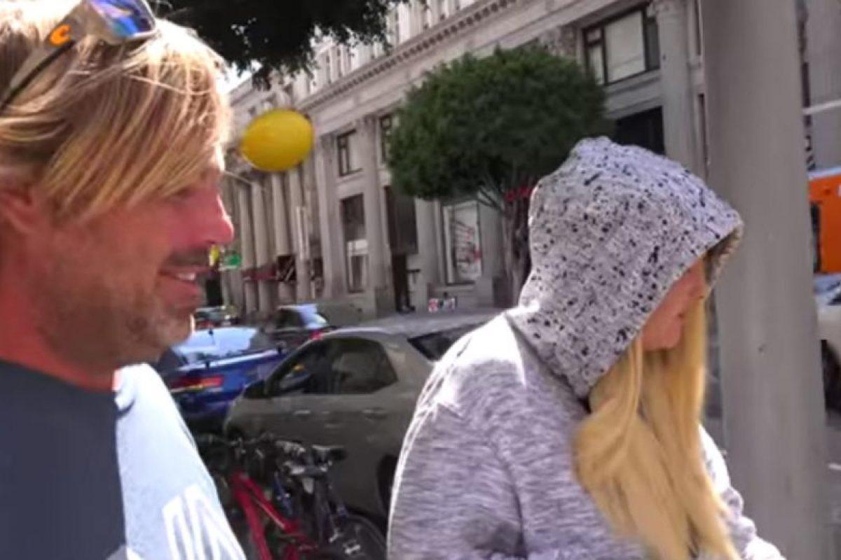 Aquí cuando encontraron a su madre. Foto:YouTube/PrankNation. Imagen Por: