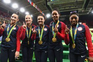 El equipo femenino de gimnasia de Estados Unidos ayer ganó el oro. Foto:Getty Images. Imagen Por: