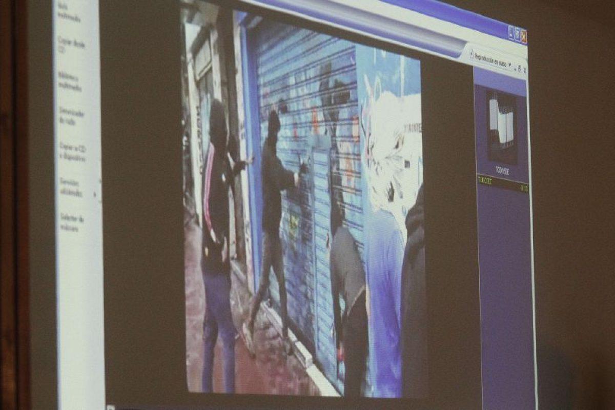El fiscal Cristian Andrade sostuvo presentó durante su exposición los resultados de la investigación realizadas por Carabineros y la PDI, la que incluía escuchas, seguimientos y fotografías. Foto:Aton. Imagen Por: