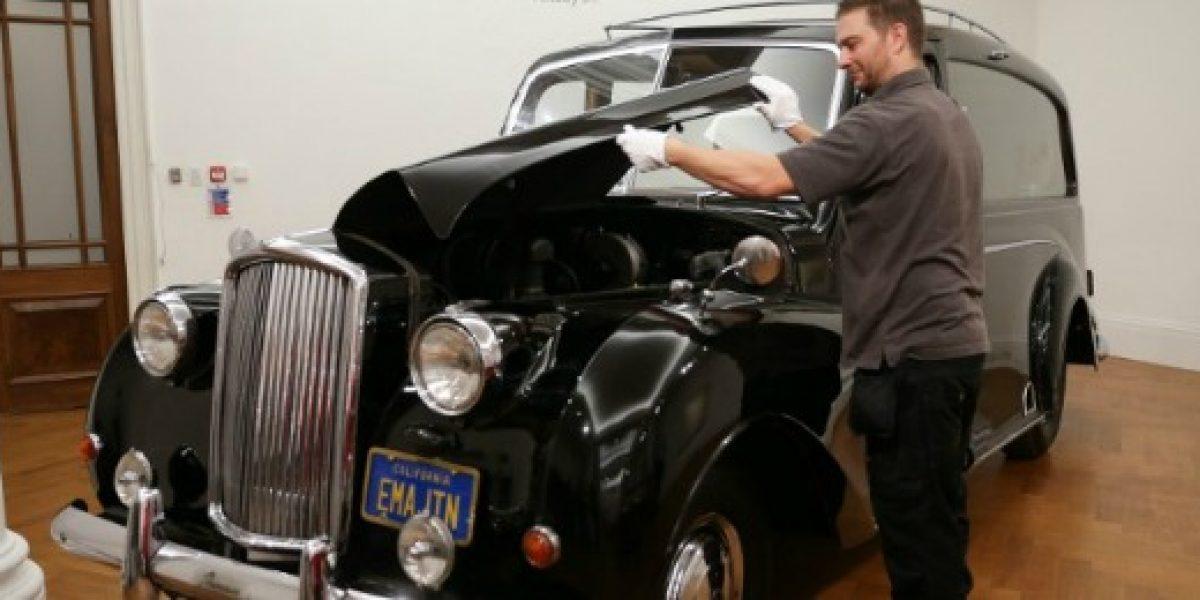 Subastan el auto utilizado por John Lennon para promocionar