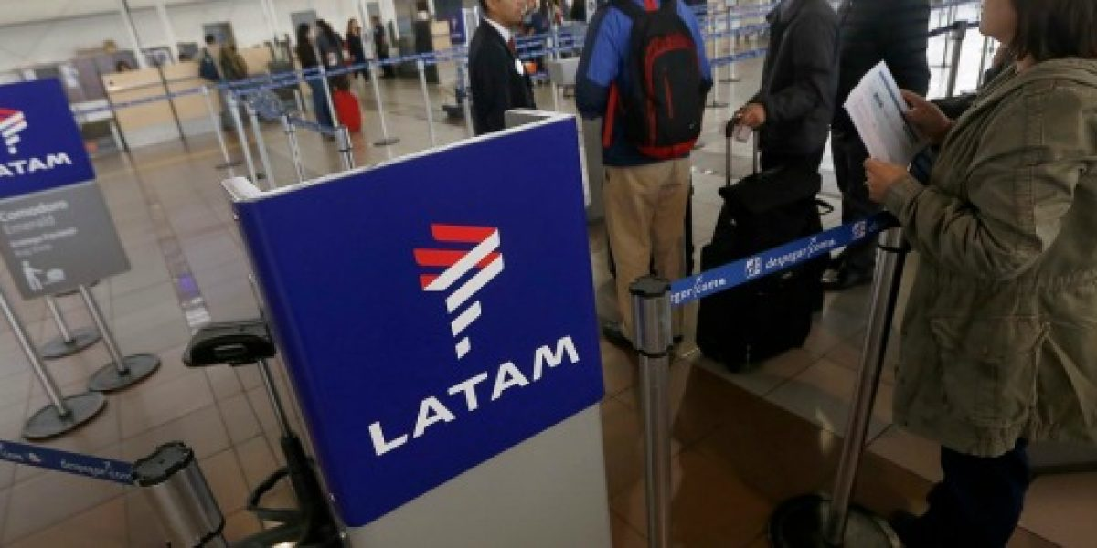 Latam Airlines reporta caída de 111,3% en primeros seis meses de 2016