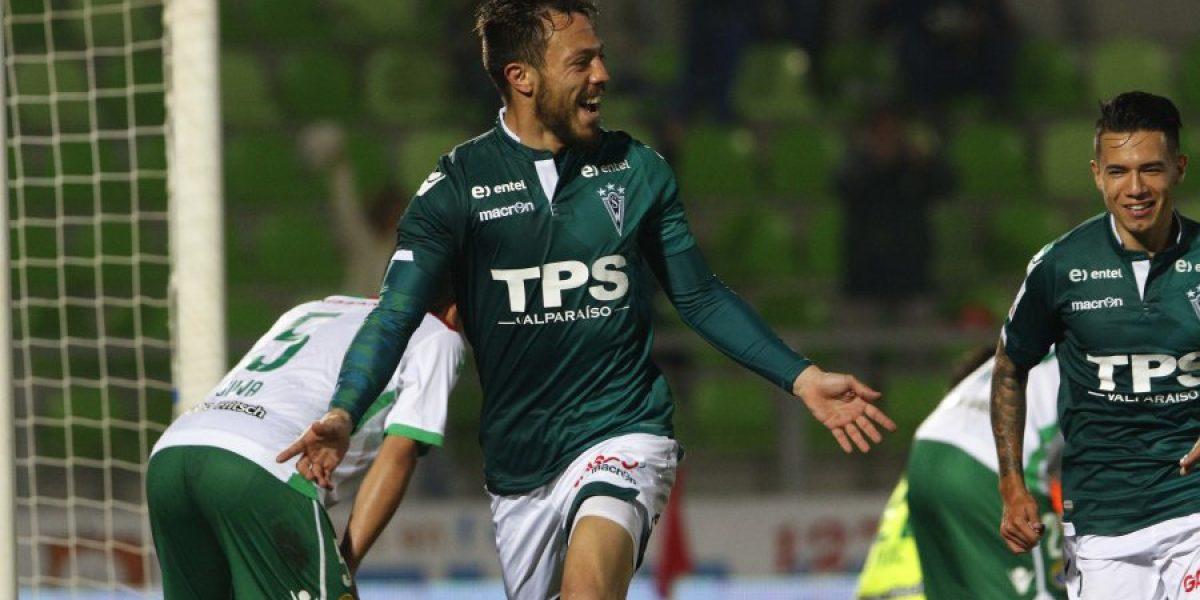 Wanderers trepa a lo alto del Apertura y mantiene su invicto de la mano de Charquero y Farfán