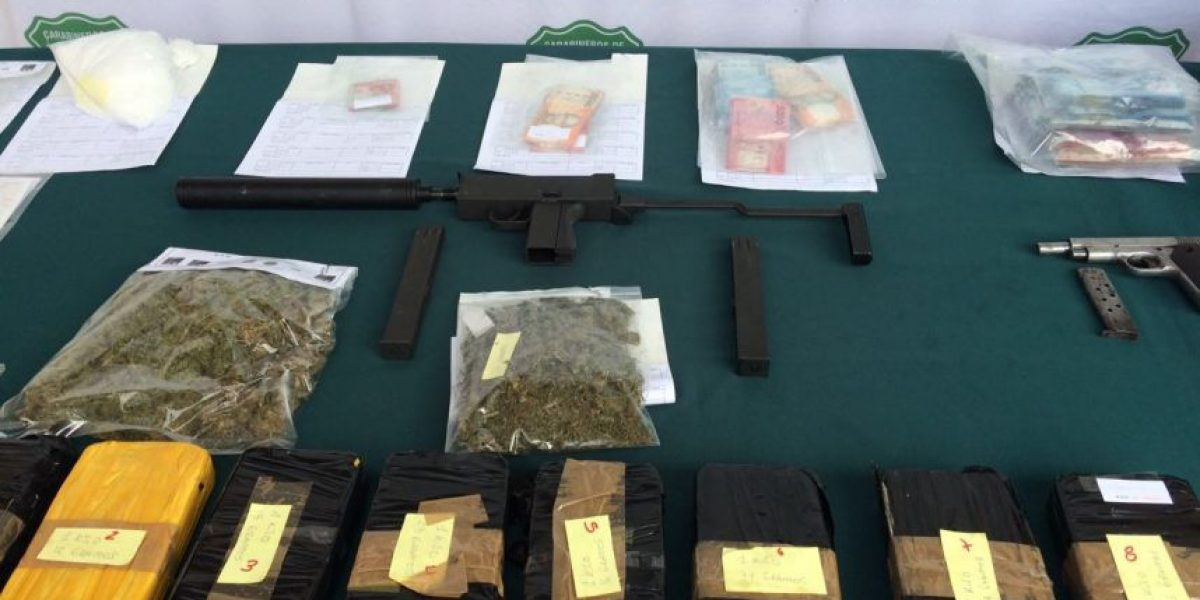También se incautó droga a banda narco: Carabineros localizó peligrosa subametralladora